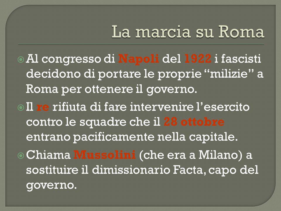 """ Al congresso di Napoli del 1922 i fascisti decidono di portare le proprie """"milizie"""" a Roma per ottenere il governo.  Il re rifiuta di fare interven"""