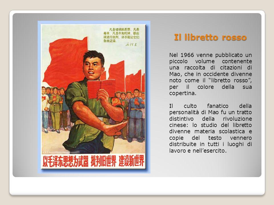 """Il libretto rosso Nel 1966 venne pubblicato un piccolo volume contenente una raccolta di citazioni di Mao, che in occidente divenne noto come il """"libr"""