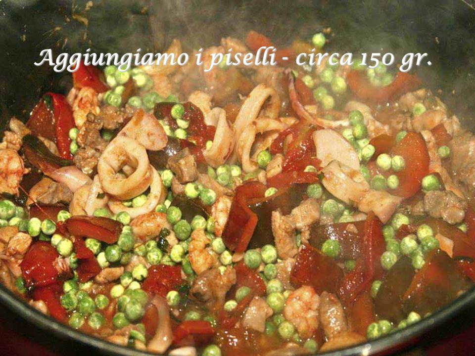 Lo stesso per 5-6 pomodori ciliegino o meglio ancora 2 o 3 Sammarzano e lasciamo cuocere per una decina di minuti