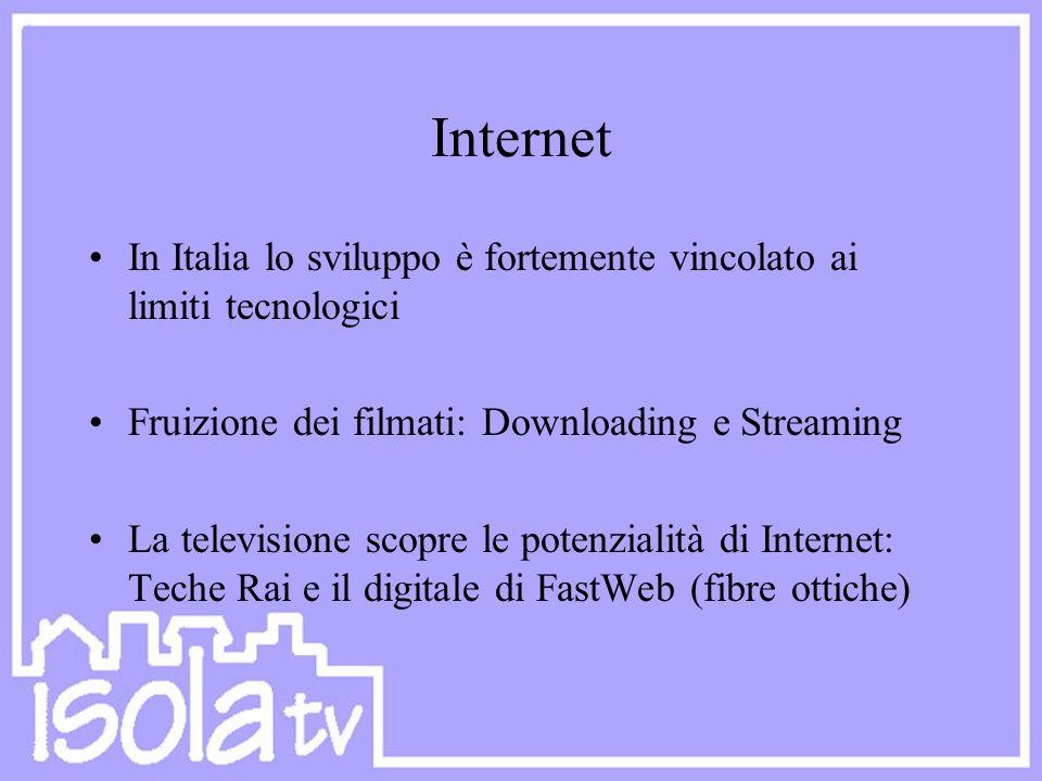 Internet In Italia lo sviluppo è fortemente vincolato ai limiti tecnologici Fruizione dei filmati: Downloading e Streaming La televisione scopre le po