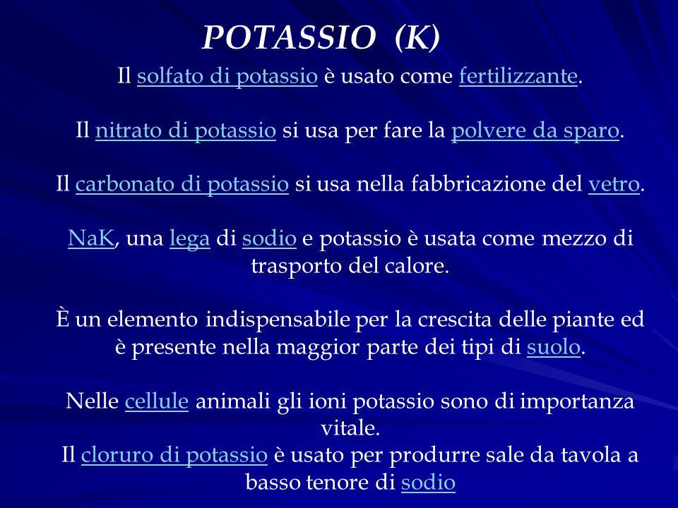 Il solfato di potassio è usato come fertilizzante. Il nitrato di potassio si usa per fare la polvere da sparo. Il carbonato di potassio si usa nella f