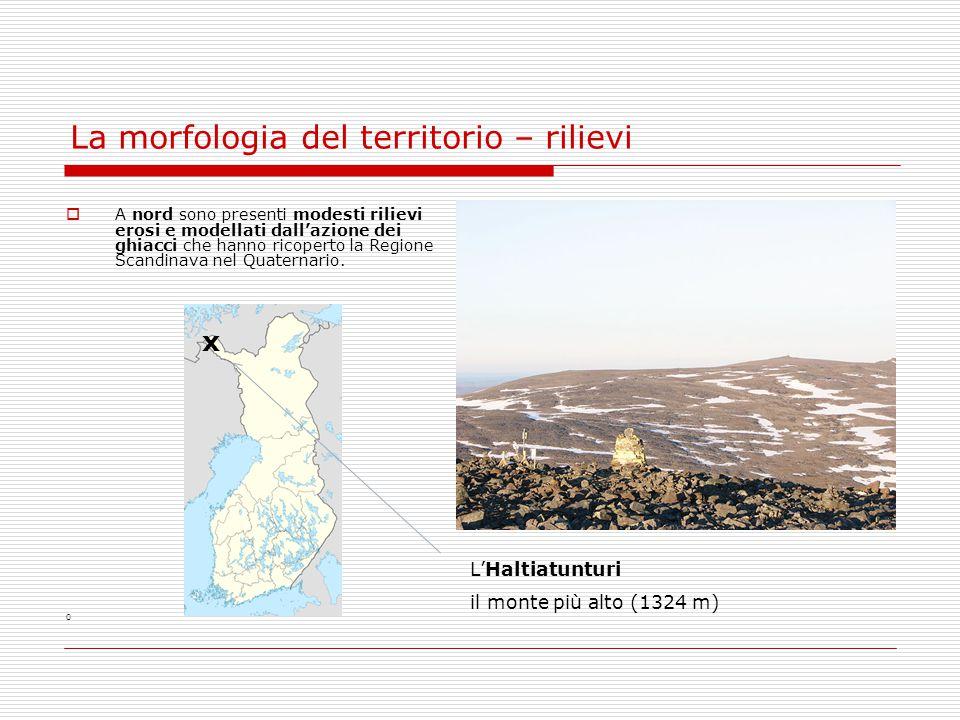 La morfologia del territorio – rilievi  A nord sono presenti modesti rilievi erosi e modellati dall'azione dei ghiacci che hanno ricoperto la Regione