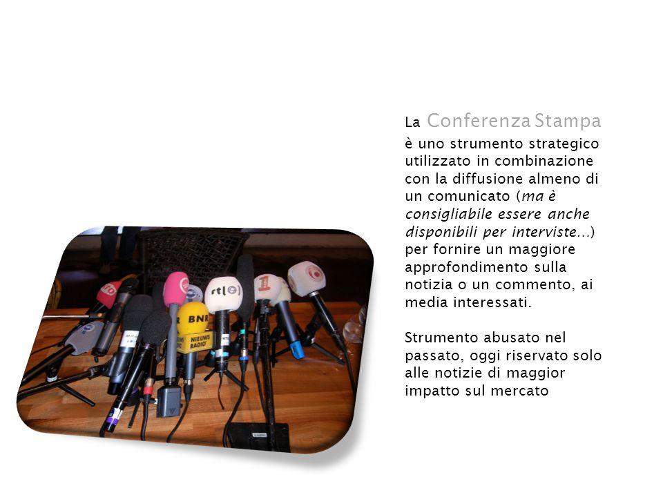 La Conferenza Stampa è uno strumento strategico utilizzato in combinazione con la diffusione almeno di un comunicato (ma è consigliabile essere anche disponibili per interviste…) per fornire un maggiore approfondimento sulla notizia o un commento, ai media interessati.