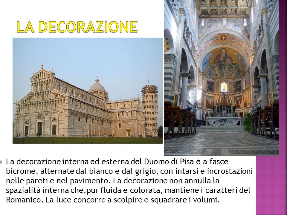  La decorazione interna ed esterna del Duomo di Pisa è a fasce bicrome, alternate dal bianco e dal grigio, con intarsi e incrostazioni nelle pareti e