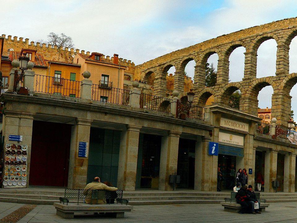 L'acquedotto di Segovia è uno dei monumenti più importanti e meglio conservati tra quelli lasciati dagli antichi romani nella penisola iberica. È uno
