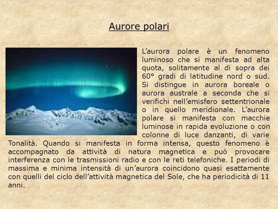 Aurore polari L'aurora polare è un fenomeno luminoso che si manifesta ad alta quota, solitamente al di sopra dei 60° gradi di latitudine nord o sud. S