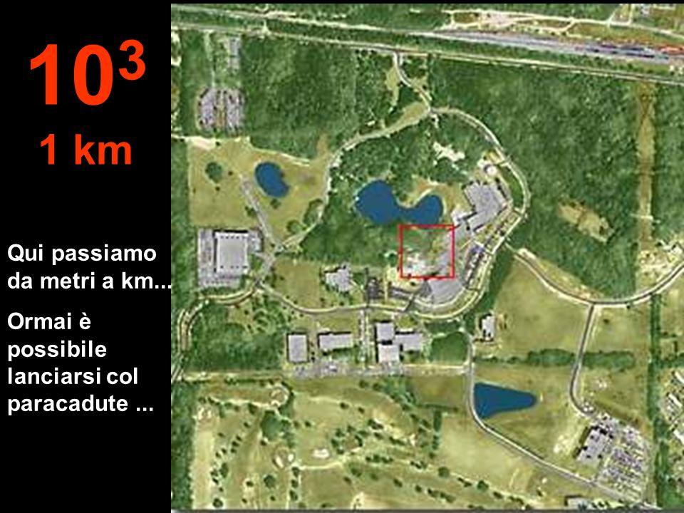 A questa distanza ora possiamo vedere la foresta ben definita, un pezzo del lago e gli edifici 10 2 100 metri