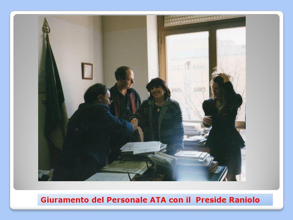 Attività e ricordi nella sede storica di Via Civiltà del Lavoro Ex alunni con il Preside Gaglio e il Prof.