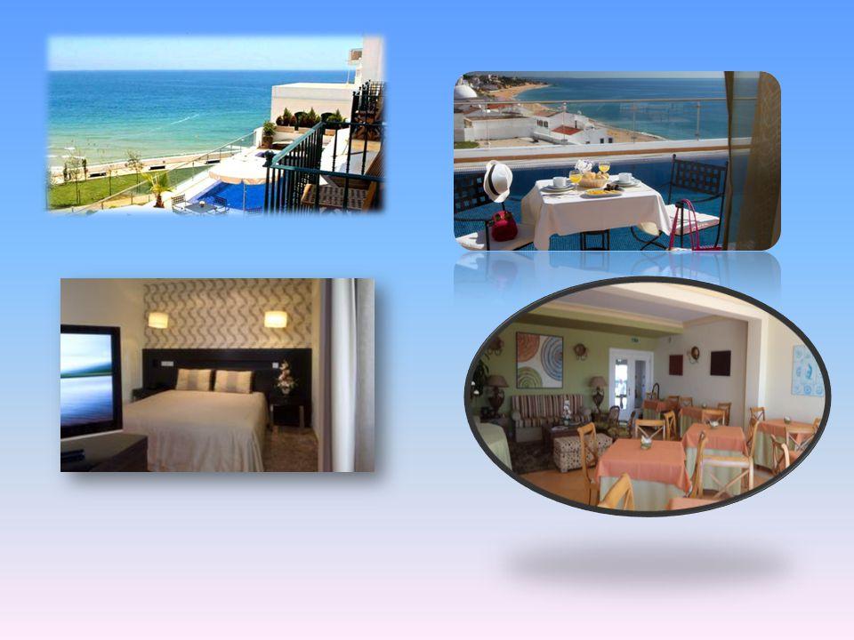 Situato in una posizione ideale vicino al centro storico di Albufeira, a 200 metri dalla Praia dos Pescadores, il Vila Sao Vicente Boutique Hotel offr