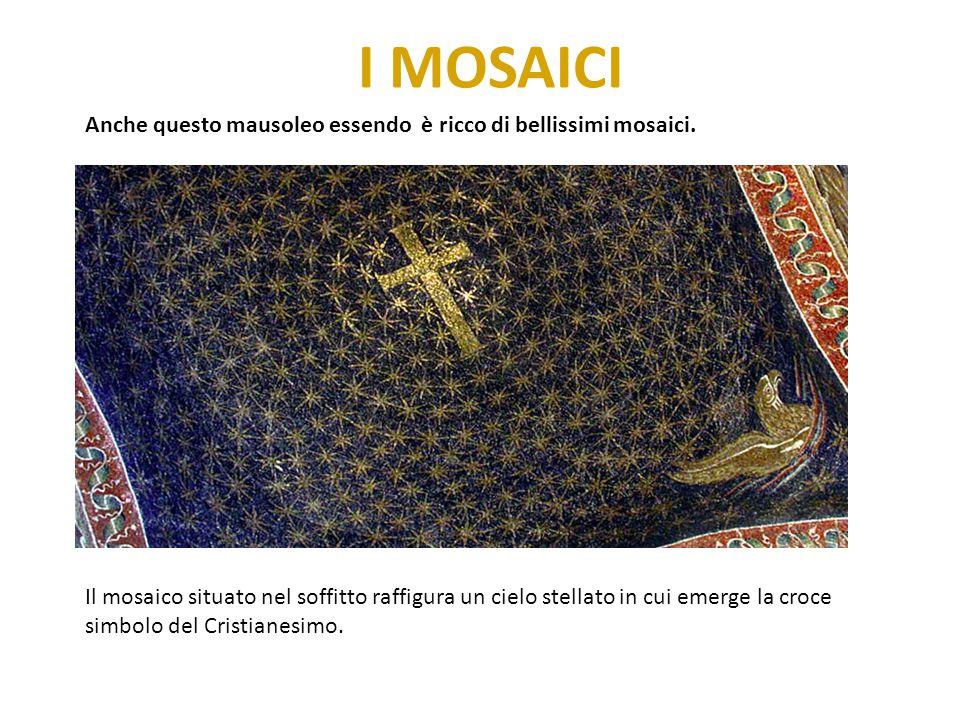 I MOSAICI Anche questo mausoleo essendo è ricco di bellissimi mosaici. Il mosaico situato nel soffitto raffigura un cielo stellato in cui emerge la cr