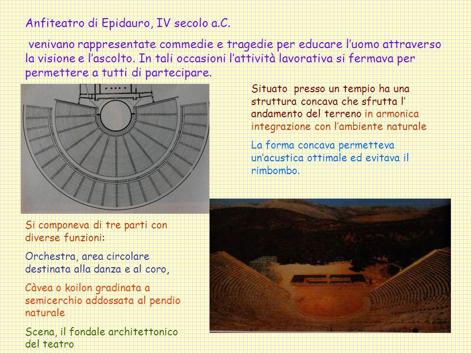 Situato presso un tempio ha una struttura concava che sfrutta l' andamento del terreno in armonica integrazione con l'ambiente naturale La forma concava permetteva un'acustica ottimale ed evitava il rimbombo.