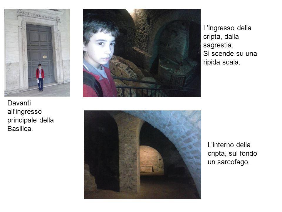 Davanti all'ingresso principale della Basilica. L'ingresso della cripta, dalla sagrestia. Si scende su una ripida scala. L'interno della cripta, sul f