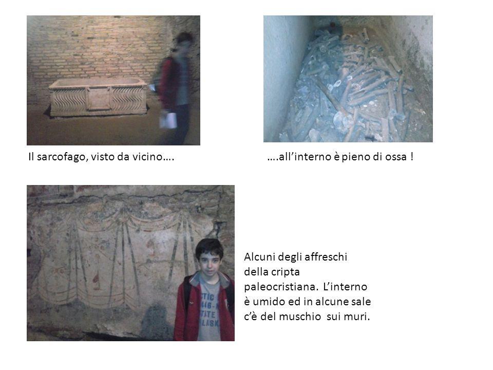 Il sarcofago, visto da vicino….….all'interno è pieno di ossa ! Alcuni degli affreschi della cripta paleocristiana. L'interno è umido ed in alcune sale