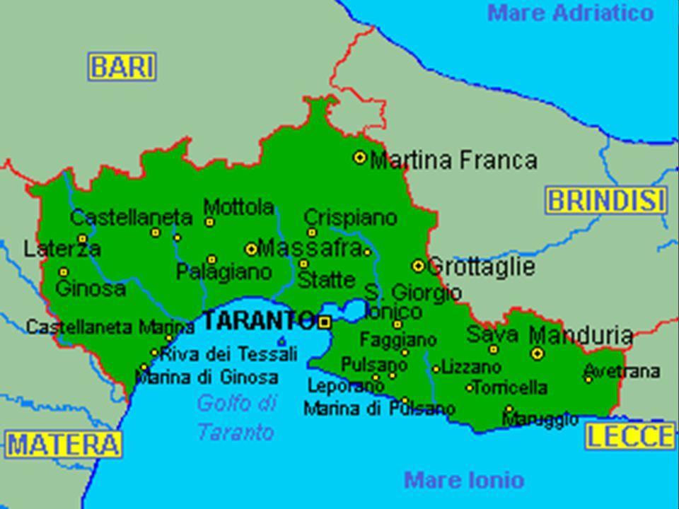 TURISMO CULTURALE: LA TORRE DELL OROLOGIO- PIAZZA FONTANA La Torre dell orologio si trova nel centro storico di Taranto, situata nella parte orientale di Piazza Fontana.E uno dei monumenti più conosciuti della città e fu costruito verso la metà del XVIII° secolo.