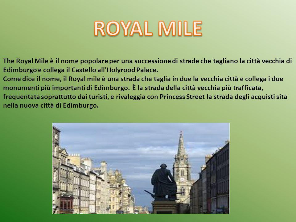 The Royal Mile è il nome popolare per una successione di strade che tagliano la città vecchia di Edimburgo e collega il Castello all'Holyrood Palace.