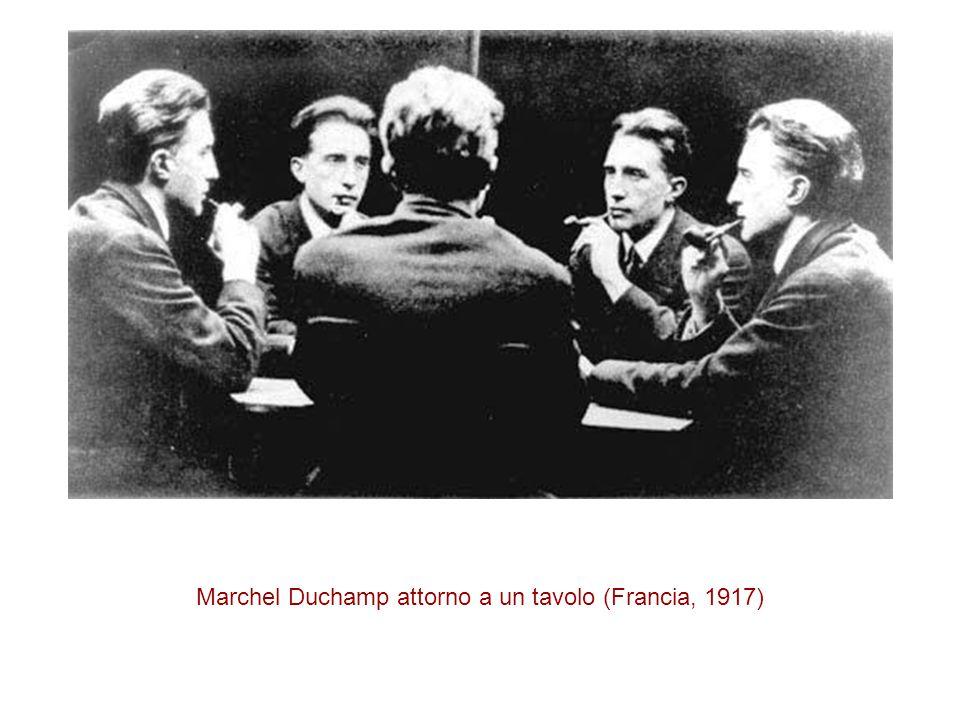 Marchel Duchamp attorno a un tavolo (Francia, 1917)