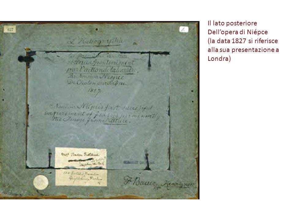 Il lato posteriore Dell'opera di Niépce (la data 1827 si riferisce alla sua presentazione a Londra)