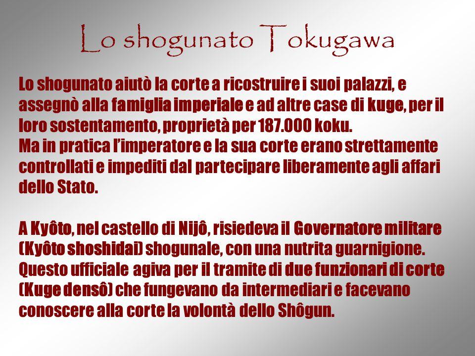 Lo shogunato Tokugawa Lo shogunato aiutò la corte a ricostruire i suoi palazzi, e assegnò alla famiglia imperiale e ad altre case di kuge, per il loro
