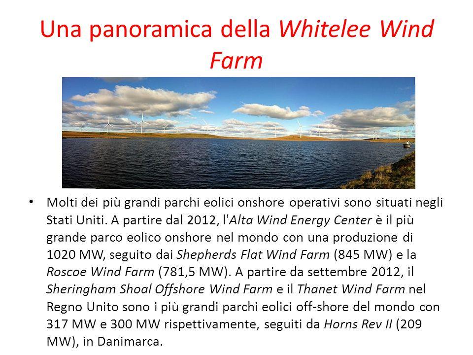 Una panoramica della Whitelee Wind Farm Molti dei più grandi parchi eolici onshore operativi sono situati negli Stati Uniti. A partire dal 2012, l'Alt