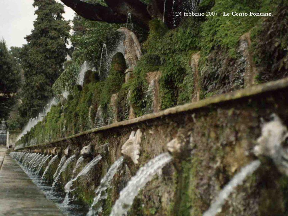 21 marzo 1993 - Fontana dell'Ovato È la fontana posta più in alto, e che quindi distribuisce l'acqua a tutte le altre. È così chiamata per la sua form