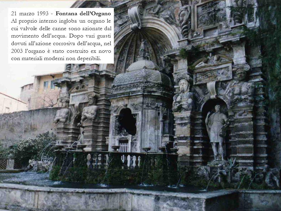 21 marzo 1993 - Fontana della Civetta Fu realizzata tra il 1565 e il 1569 da Giovanni Del Duca. Al di sopra del cornicione è visibile lo stemma di Ipp