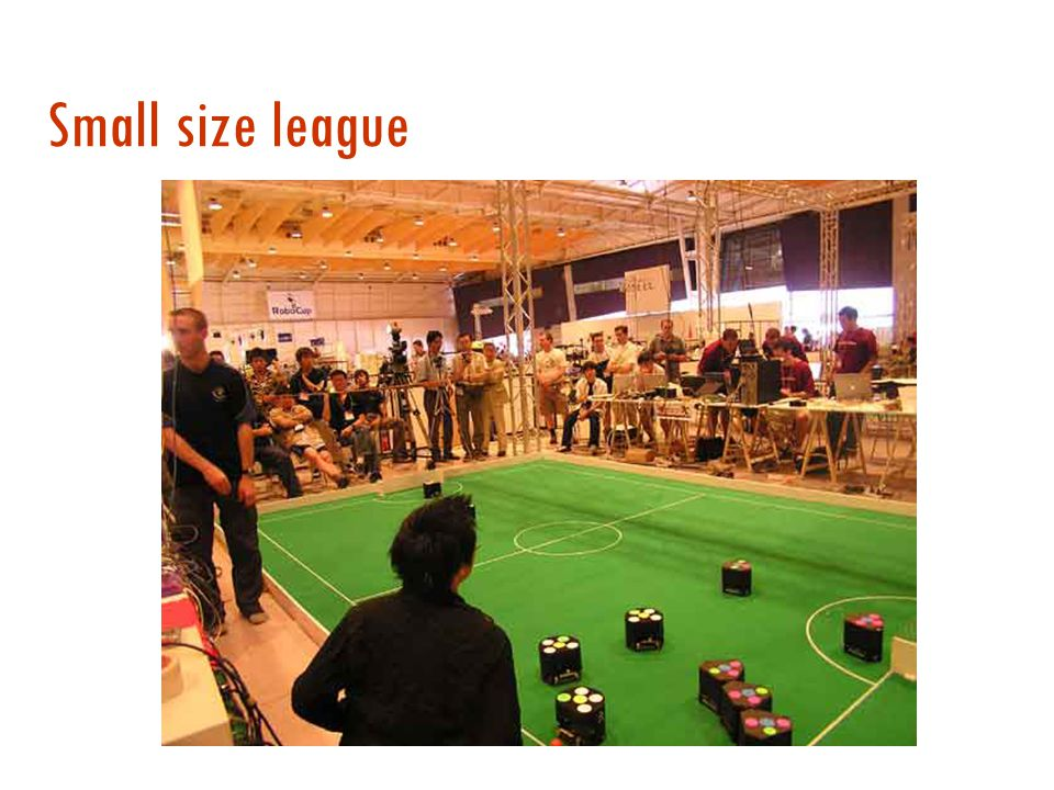 La sfida robotica  Robot di diverse dimensioni  Small Size League  Middle Size League  Legged League  Humanoid League