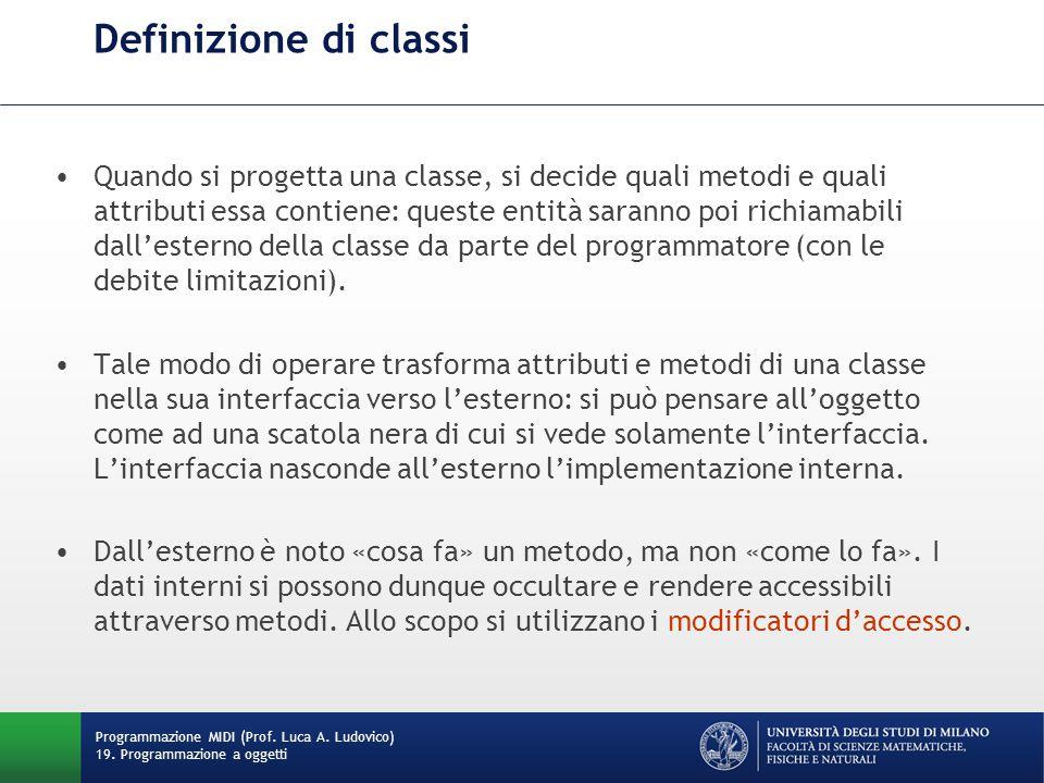 Definizione di classi Quando si progetta una classe, si decide quali metodi e quali attributi essa contiene: queste entità saranno poi richiamabili dall'esterno della classe da parte del programmatore (con le debite limitazioni).