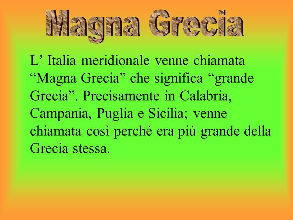"""L' Italia meridionale venne chiamata """"Magna Grecia"""" che significa """"grande Grecia"""". Precisamente in Calabria, Campania, Puglia e Sicilia; venne chiamat"""