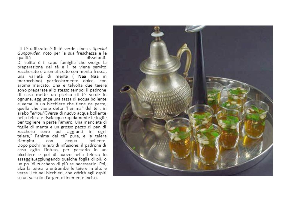 Il tè utilizzato è il tè verde cinese, Special Gunpowder, noto per la sua freschezza e le qualità dissetanti. Di solito è il capo famiglia che svolge