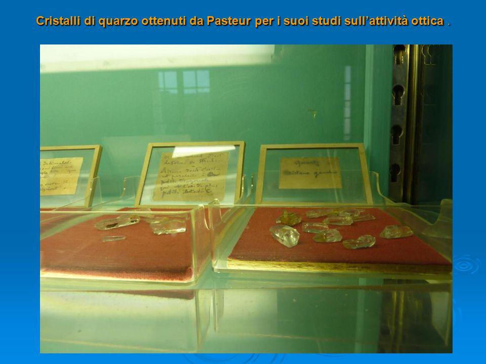 Cristalli di quarzo ottenuti da Pasteur per i suoi studi sull'attività ottica.