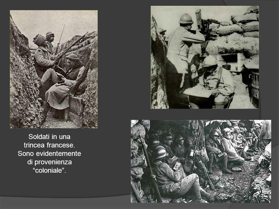 """Soldati in una trincea francese. Sono evidentemente di provenienza """"coloniale""""."""