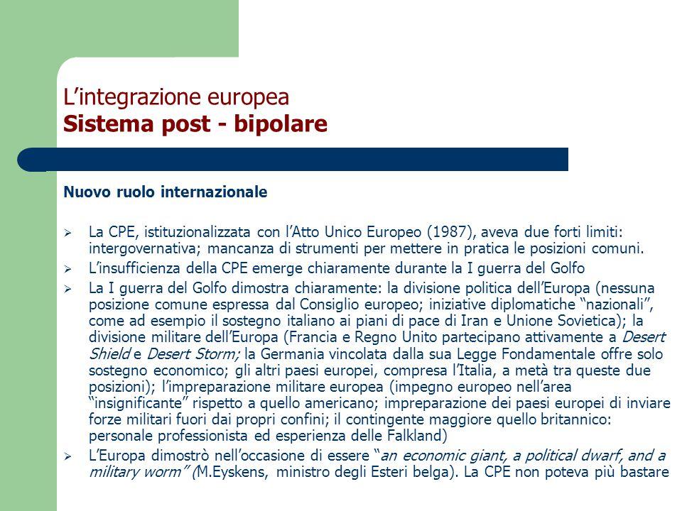 Nuovo ruolo internazionale  La CPE, istituzionalizzata con l'Atto Unico Europeo (1987), aveva due forti limiti: intergovernativa; mancanza di strumenti per mettere in pratica le posizioni comuni.