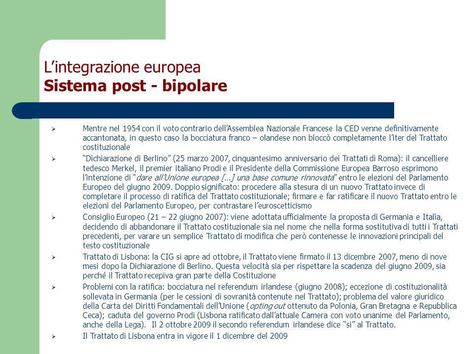  Mentre nel 1954 con il voto contrario dell'Assemblea Nazionale Francese la CED venne definitivamente accantonata, in questo caso la bocciatura franco – olandese non bloccò completamente l'iter del Trattato costituzionale  Dichiarazione di Berlino (25 marzo 2007, cinquantesimo anniversario dei Trattati di Roma): il cancelliere tedesco Merkel, il premier italiano Prodi e il Presidente della Commissione Europea Barroso esprimono l'intenzione di dare all'Unione europea […] una base comune rinnovata entro le elezioni del Parlamento Europeo del giugno 2009.