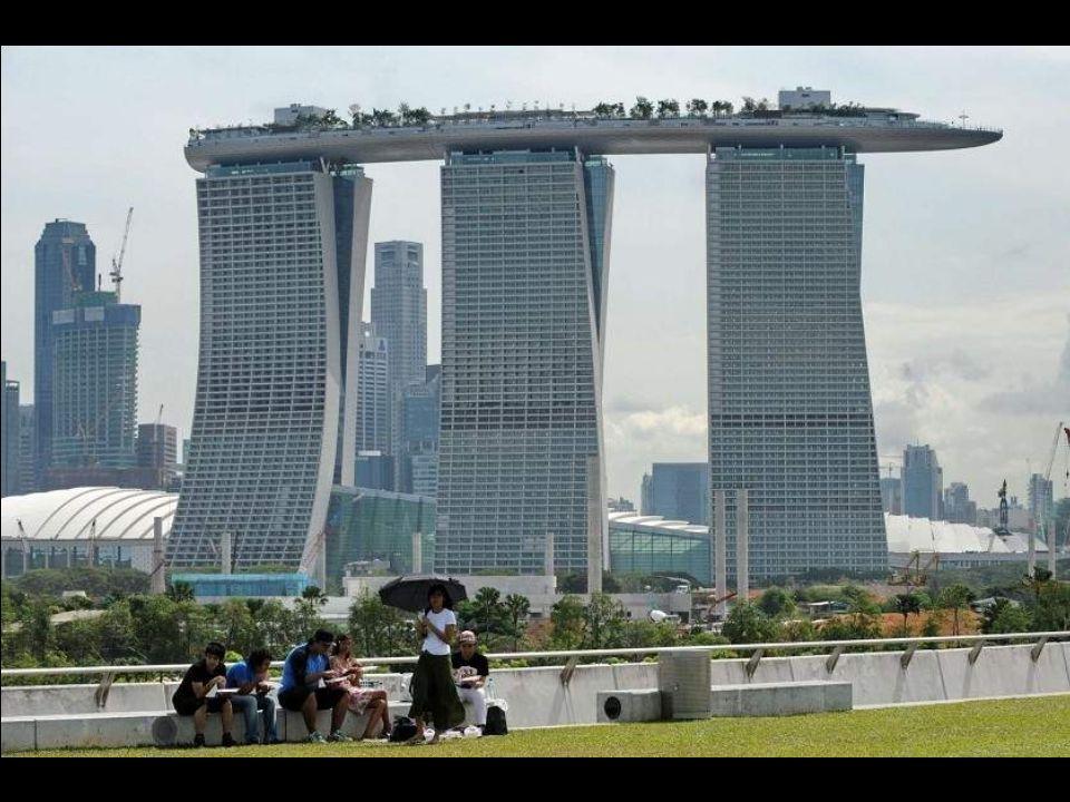 Marina Bay Sands Sviluppato da Sands, è ad oggi il terzo casinò al mondo per estensione dopo il Gran Lisboa di Macau ed il Casino de Montreal. Sono of