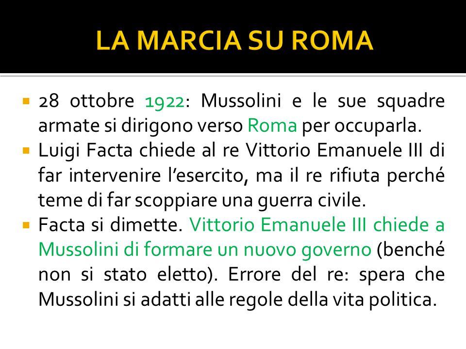  28 ottobre 1922: Mussolini e le sue squadre armate si dirigono verso Roma per occuparla.  Luigi Facta chiede al re Vittorio Emanuele III di far int