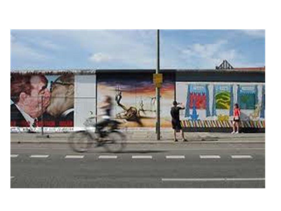 Artisti famosi hanno dipinto questo muro a partire dal 1971 Alcuni pezzi sono diventati opere d'arte al pari delle statue che decorano giardini e spazi pubblici