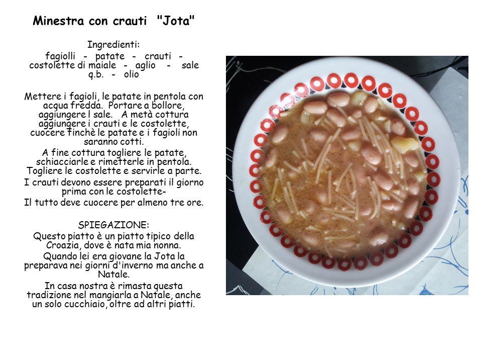 Minestra con crauti Jota Ingredienti: fagiolli - patate - crauti - costolette di maiale - aglio - sale q.b.