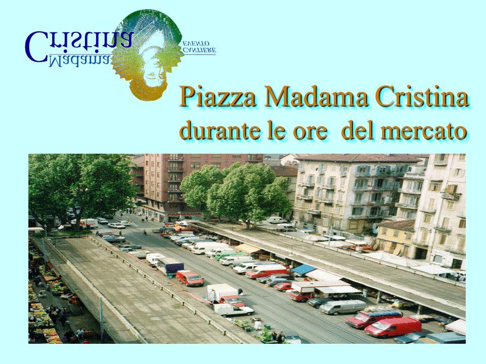 Piazza Madama Cristina durante le ore del mercato Piazza Madama Cristina durante le ore del mercato
