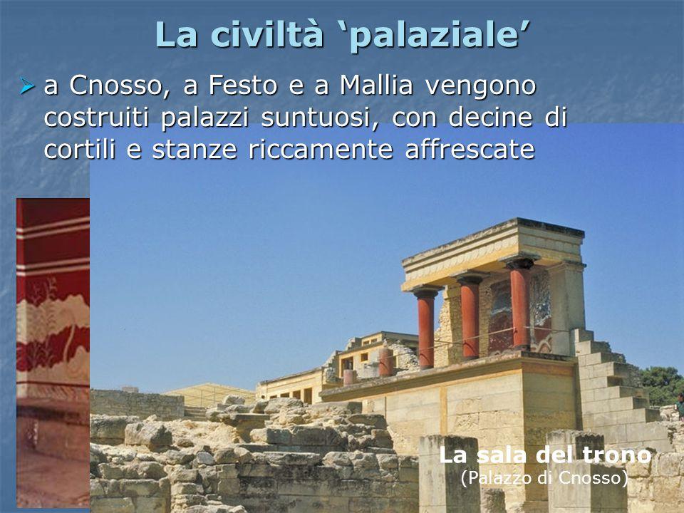 La civiltà 'palaziale'  a Cnosso, a Festo e a Mallia vengono costruiti palazzi suntuosi, con decine di cortili e stanze riccamente affrescate La sala del trono (Palazzo di Cnosso)