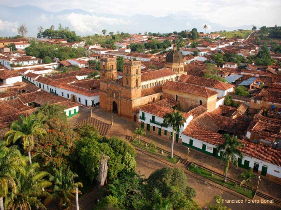 Considerato uno dei villaggi coloniali più belli e meglio conservati di tutta la Colombia, 20 km a nord-ovest di San Gil, Barichara fu tipica casa in stile coloniale nel villaggio colombiano di Barichara fondato nel 1705 da Francisco Pradilla y Ayerbe.