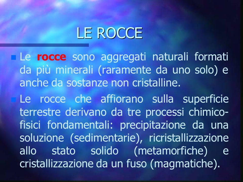 LE ROCCE n n Le rocce sono aggregati naturali formati da più minerali (raramente da uno solo) e anche da sostanze non cristalline. n n Le rocce che af