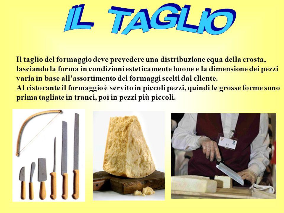 Il taglio del formaggio deve prevedere una distribuzione equa della crosta, lasciando la forma in condizioni esteticamente buone e la dimensione dei pezzi varia in base all'assortimento dei formaggi scelti dal cliente.