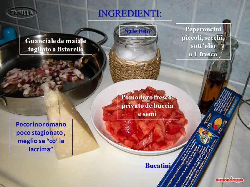 Intanto, l'acqua che avevate messo sul fòco bollirà: calatece dentro i bucatini, salate, rimettetece er coperchio e portate a metà cottura.
