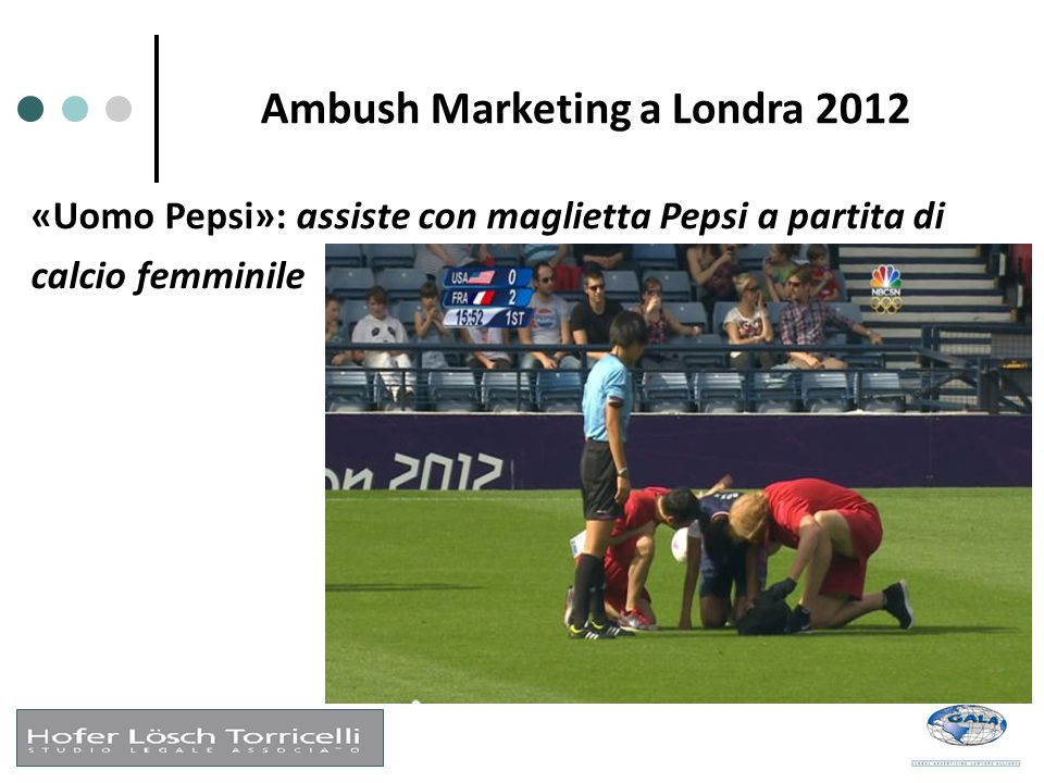 Ambush Marketing a Londra 2012 «Uomo Pepsi»: assiste con maglietta Pepsi a partita di calcio femminile