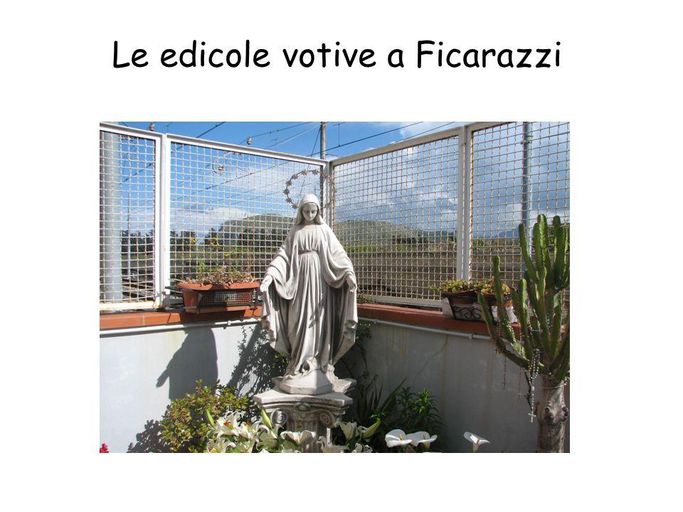 Suppellettile sacra,costituita da statuette ed offerte votive. Presso i Romani il larario era presente anche nelle case di campagna,ma in seguito pene