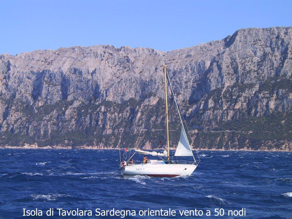 Isola di Tavolara Sardegna orientale vento a 50 nodi