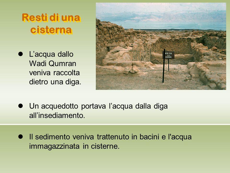 Il sedimento veniva trattenuto in bacini e l'acqua immagazzinata in cisterne. Resti di una cisterna L'acqua dallo Wadi Qumran veniva raccolta dietro u
