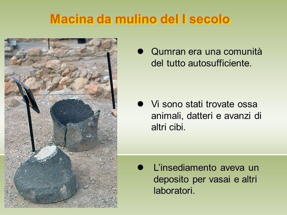 Macina da mulino del I secolo L'insediamento aveva un deposito per vasai e altri laboratori. Vi sono stati trovate ossa animali, datteri e avanzi di a