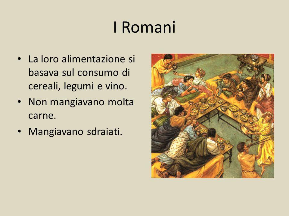 I Romani La loro alimentazione si basava sul consumo di cereali, legumi e vino. Non mangiavano molta carne. Mangiavano sdraiati.