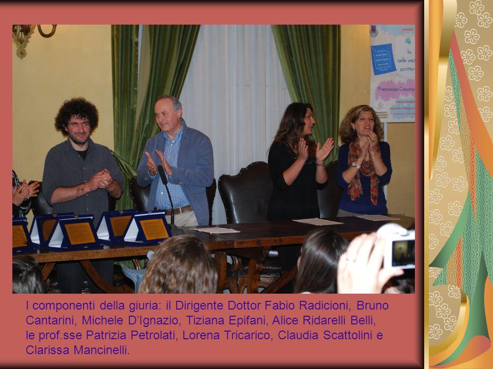 I componenti della giuria: il Dirigente Dottor Fabio Radicioni, Bruno Cantarini, Michele D'Ignazio, Tiziana Epifani, Alice Ridarelli Belli, le prof.sse Patrizia Petrolati, Lorena Tricarico, Claudia Scattolini e Clarissa Mancinelli.